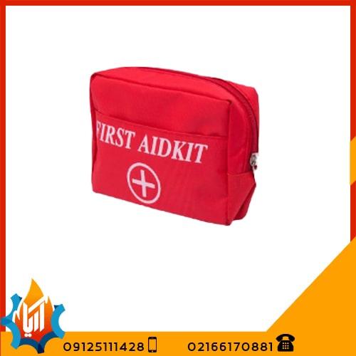 کیف کوچک قرمز کمک های اولیه